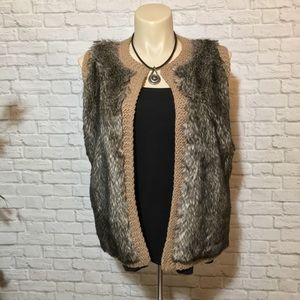 Ann Taylor Knitted Sleeveless Vest Size L Faux Fur